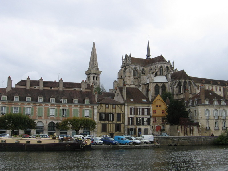 Car hire in auxerre france for Auxerre region
