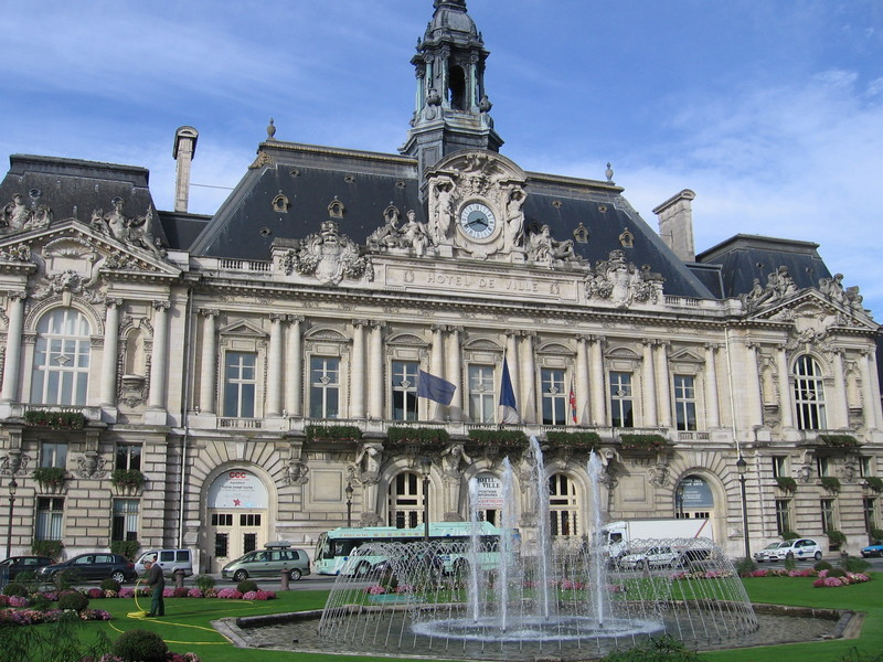 Car hire in tours france for Hotels tours