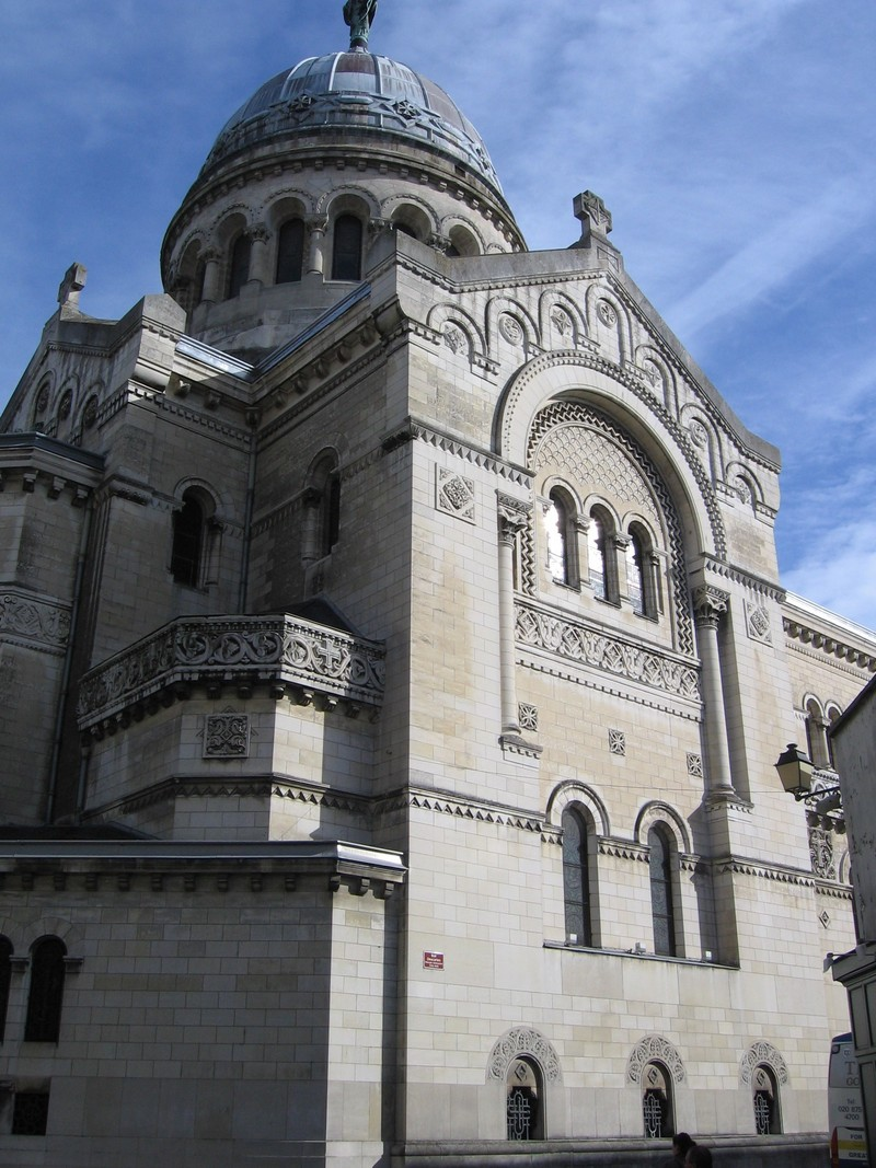Car Hire in Tours, France